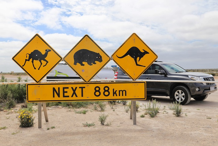 Sign_Nullarbor_Roadhouse